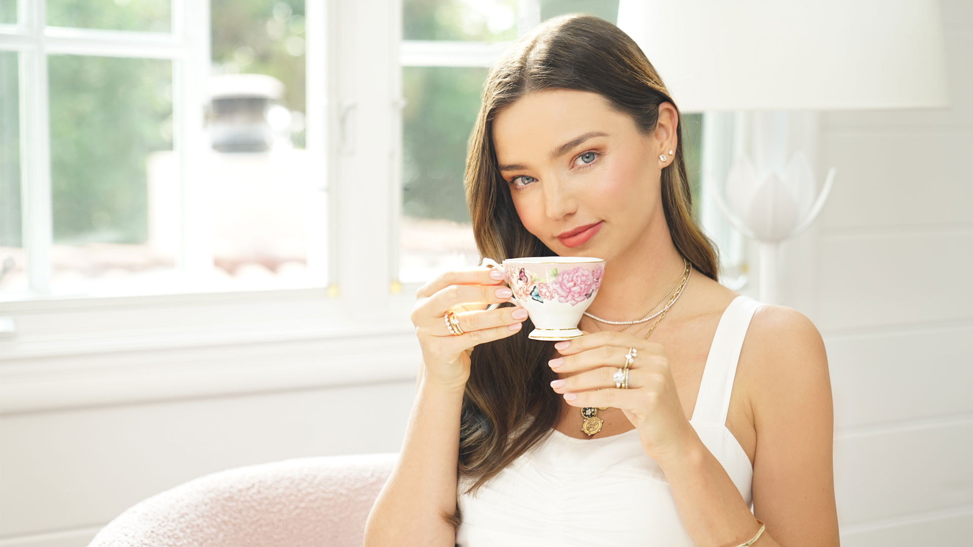 Picture of Miranda Kerr and a Royal Albert cup